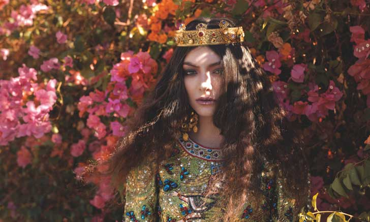 Lorde-Shot-2013-11-12-at-10.33.17-AM-e1384272322726