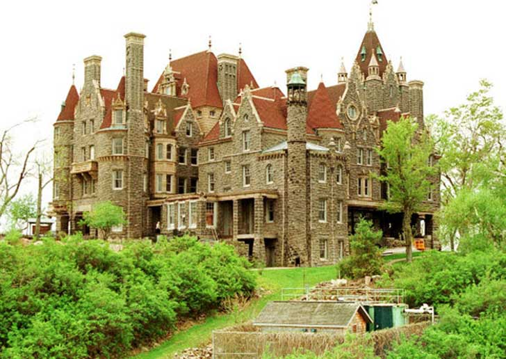 10-old-and-beautiful-castles-around-the-world-Boldt-Castle