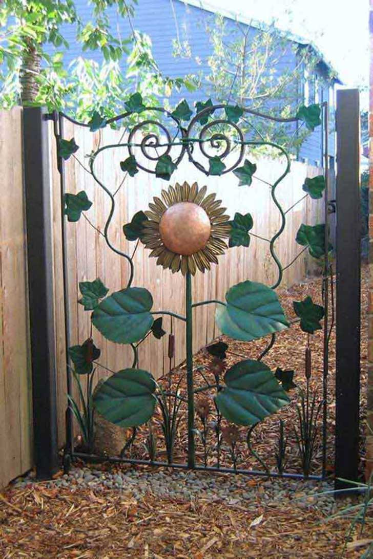 22-Insanely-Charming-Garden-Gate-DIY-Projects-Protecting-Greenery-in-Style-usefuldiyprojects.com-outdoor-space-decor-13