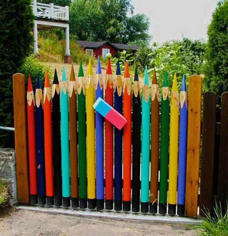 22-Insanely-Charming-Garden-Gate-DIY-Projects-Protecting-Greenery-in-Style-usefuldiyprojects.com-outdoor-space-decor-6