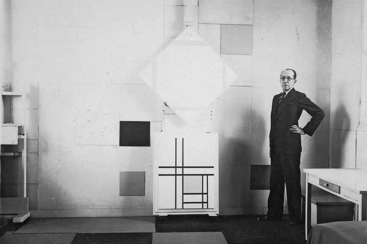 Mondrian-in-his-studio-in-Paris-1933__880