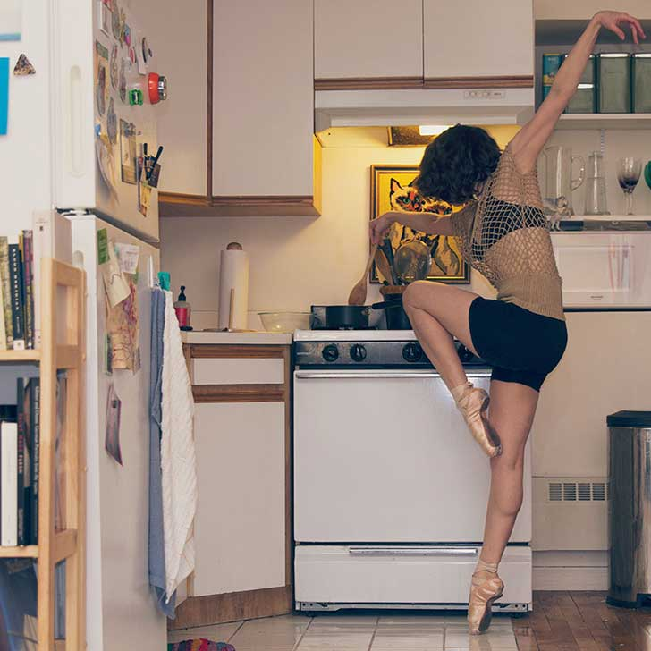 Home-Stage-I-photograph-dancers-in-their-own-homes.8__880
