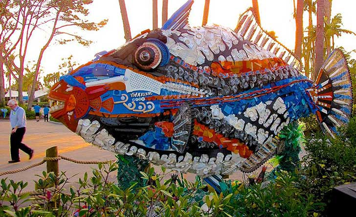 13-Sculptures-Made-of-Beach-Waste-That-Will-Make-You-Reconsider-Your-Plastic-Use9__880