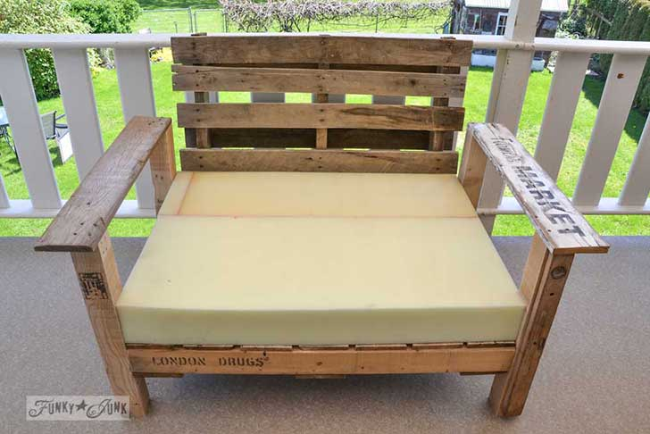 Pallet-wood-patio-chair-06061-1
