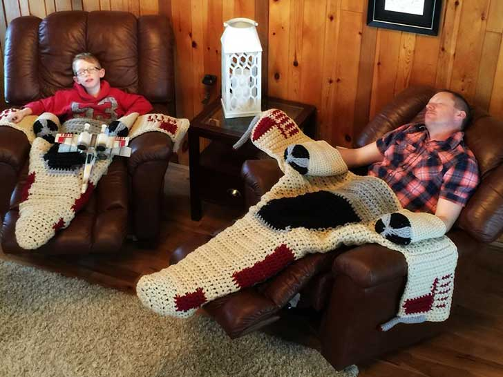 crocheted-x-wing-starfighter-blanket-that-i-made-to-keep-the-force-warm-3__880