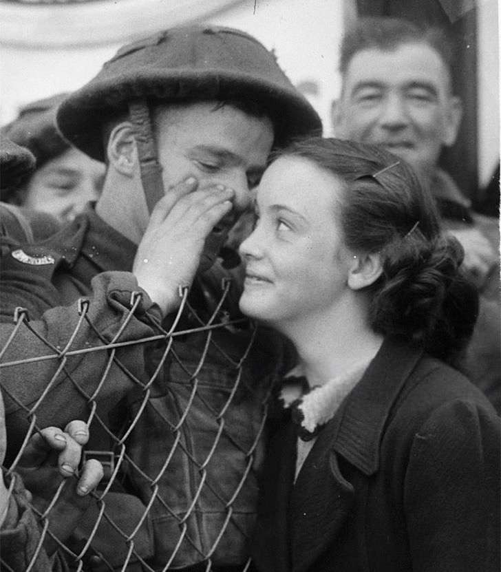 old-photos-vintage-war-couples-love-romance-56-5735a178485ac__880 2