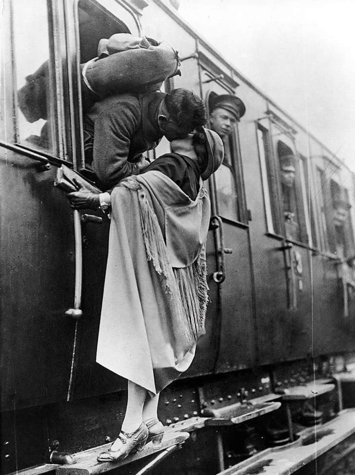 old-photos-vintage-war-couples-love-romance-66-5739a9d6af98a__880 2