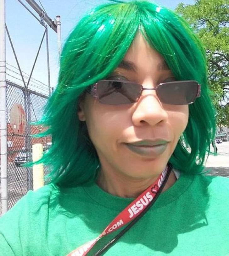 employee-trolls-boss-dress-code-cosplay-june-rivas-12