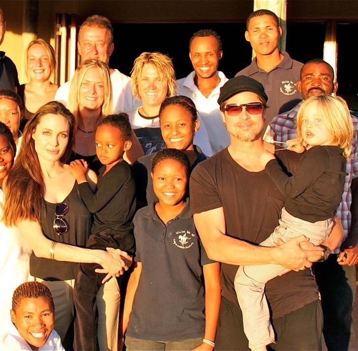 #6401669 Angelina Jolie and Zahara (C) with Brad Pitt and Shiloh (R) and the hosts, Dr. Rudie van Vuuren with his five year old son Zacheo next to his wife Marlice (L) in Namibia. Brangelina and their kids have spent a whole week at N/a'an ku sê a few kilometers outside the capital of Namibia. Restriction applies: USA ONLY Fame Pictures, Inc - Santa Monica, CA, USA - +1 (310) 395-0500
