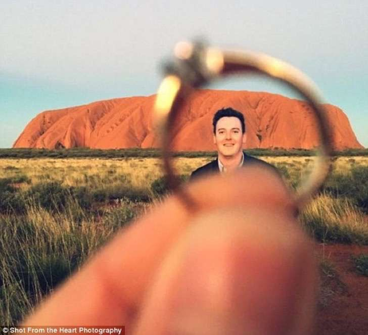 39520a2200000578-3833760-memorable_paul_and_elysia_met_in_front_of_uluru_while_filming_th-a-6_1476256224180-2