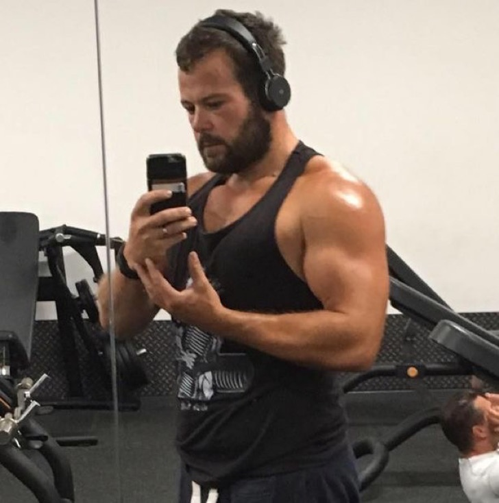 pay-jon-in-the-gym