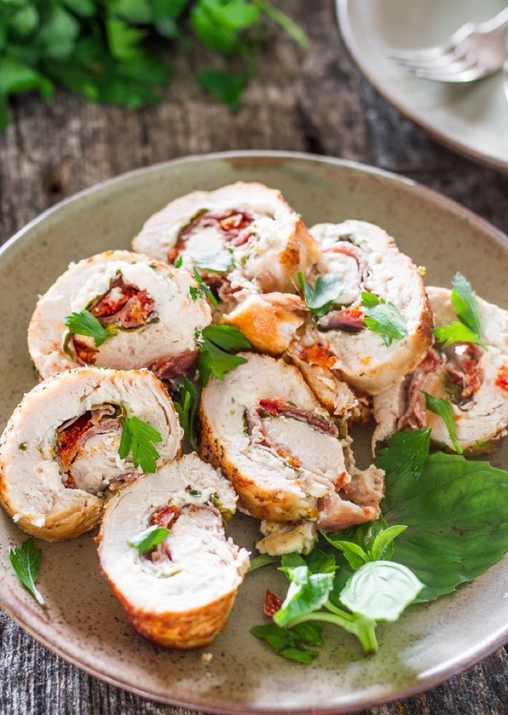 cheese-and-prosciutto-stuffed-chicken-breast