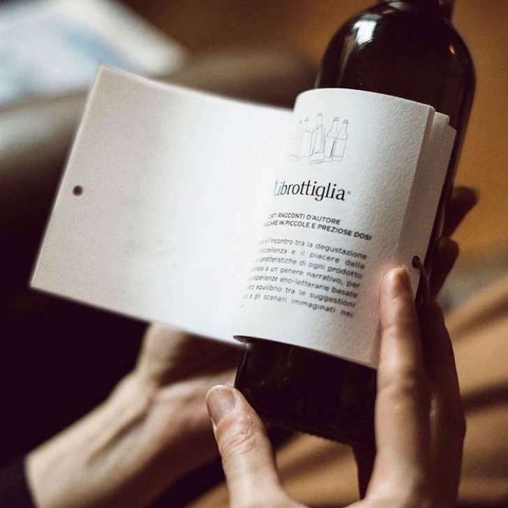 wine-bottle-reading-book-labels-librottiglia-5-2