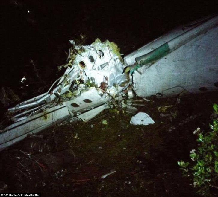 3ad80bef00000578-3980974-a_plane_carrying_72_passengers_including_a_brazilian_football_te-a-40_1480408091216