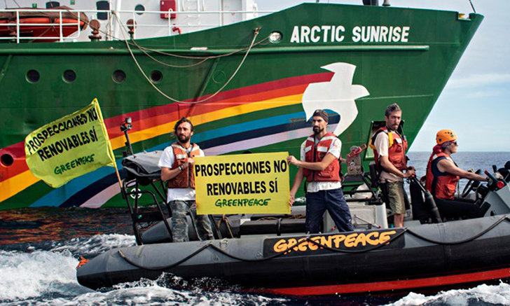 Greenpeace-Artic-Sunrise--010